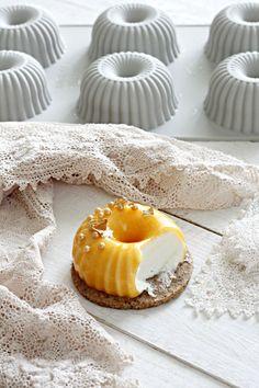 mousse al cioccolato bianco e streusel alle arachidi