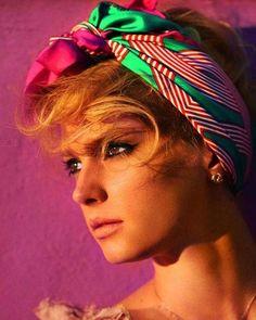 Trend: Φουλάρια για το καλοκαίρι <p><strong>Τα φουλάρια φορεμένα στο κεφάλι ταιριάζουν απόλυτα στην ανέμελη διάθεση του καλοκαιρινού στυλ.</strong></p> <p>Σας προτείνω πως να τα φορέσετε...</p>