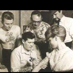 Amazing historical tattoo photos from bags & # Anniversary edition of & # 1000 tattoos & # – girl power tattoo Tattoo Old School, Retro Tattoos, Vintage Tattoos, Modern Tattoos, Get A Tattoo, Tattoo Shop, Tattoo Life, Luna Tattoo, Hp Tattoo
