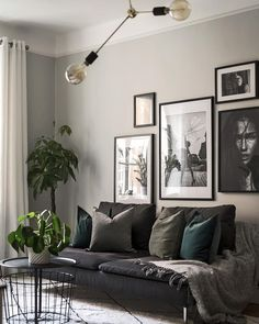 Gray Living Rooms Ideas - For beautiful gray living-room ideas, counter light gray wall surfaces with dark gray shelving Gray Living Room Design, Room Colors, Living Design, Living Room Green, Living Room Designs, Couches Living Room, Living Decor, Living Room Grey, Room Decor