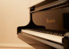 L. BÖSENDORFER KLAVIERFABRIK Die traditionsreiche Klaviermanufaktur wurde 1828 von Ignaz Bösendorfer gegründet und ist zum Sinnbild Wiener Klangkultur geworden.