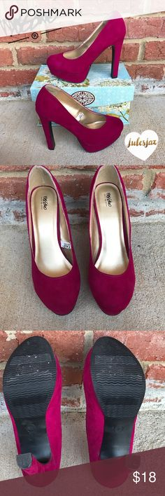 Plum /fuchsia  pumps sz 7 Missing sz 7 high heels, feel very soft, EUC!!                                           Shop with confidence.                Suggested User Next day shipping                                         5star rated / Top Seller  Mossimo Supply Co Shoes Heels
