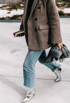 Metallic tone boots matched with simple straight leg jeans and an oversized tweed look blazer. Mode Outfits, Fashion Outfits, Womens Fashion, Fashion Trends, Male Fashion, Dress Fashion, Heels Outfits, Stylish Outfits, Fashion Beauty