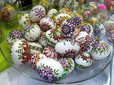 Poland,Tomaszów...Gminny Kiermasz Rękodzieła Polish Easter, Egg Art, Egg Decorating, Handmade Ornaments, Rock Painting, Art And Architecture, Painted Rocks, Poland, Easter Eggs