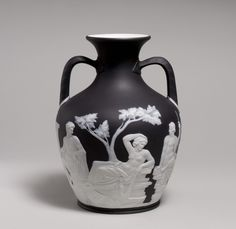 Josiah Wedgwood and Sons (created in Black basalt ware with white relief decoration, The MET. This cermaic technic refered to the gems of the antiquity, very fashionable at that time. Grand Tour, Wedgwood, Art History, Portland, Egypt, Modern Art, Sculptures, Vase, Ceramics
