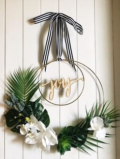 A DIY Tropical Wreath for Christmas - Gorgeous faux leaves and succulents with o. - Crafty ideas for home - A DIY Tropical Wreath for Christmas – Gorgeous faux leaves and succulents with orchids on this mo - Tropical Interior, Tropical Home Decor, Modern Tropical, Tropical Colors, Tropical Furniture, Tropical Christmas Decorations, Diy Christmas Ornaments, Christmas Wreaths, Modern Christmas