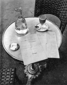 Photo by Andre Kertesz, Paris, 1927