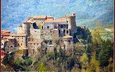 Alcune flamigerate leggende sul Castello Malaspina di Fosdinovo Il castello vive, oltre che dei suoi splendori architettonici e paesaggistici, anche delle sue famigerate leggende. La più famosa è sicuramente quella che riguarda la giovane Bianca Maria Aloisia. La #castellomalaspina #fantasmi #occulto