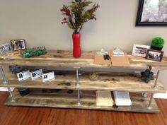 diy industrial bookshelf | Industrial bookshelf using pipes and distressed wood ... | Creative d ...