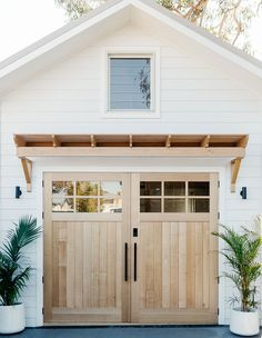 Home Interior Salas .Home Interior Salas Style At Home, Future House, Backyard Barn, Backyard House, Backyard Studio, The Design Files, Modern Coastal, House And Home Magazine, Coastal Homes
