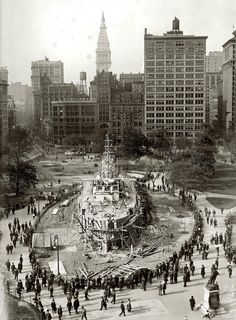 """New York, """"Landship Recruit on Union Square. Recruit, a wooden battleship erected by the Navy, served as a World War I recruiting station at Union Square from 1917 to when it """"set sail"""" for Coney Island. Vintage b&w NYC photo. Union Square Nyc, Cities, Vintage New York, Vintage Glam, Unique Vintage, Square Art, Paris Ville, Battleship, World War I"""
