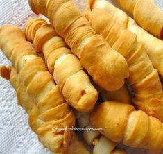 Palitos de Queso Blanco - Fresh cheese wrapped in dough and fried! Colombian Dishes, Colombian Food, Yummy Appetizers, Appetizers For Party, Kitchen Recipes, Cooking Recipes, Columbian Recipes, Venezuelan Food, Venezuelan Recipes
