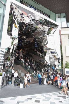 but still have to say this is pretty awesome.  Tokyu Plaza Omotesando Harajuku Futuristically Welcomes Visitors