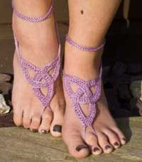 If you are one of those people who hate wearing shoes in the summer but want your feet to look pretty, then this is the pattern for you.