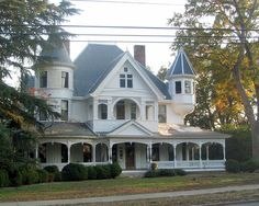 Okay, this is definitely my exact dream home. Owings House, Laurens, South Carolina. I always loved this house as a child.