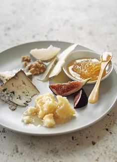Late-Harvest Cheese Plate for 4 people. 6 to 8 ounces semisoft blue-veined cheese, such as Blue Valdeon 6 to 8 ounces Parmesan cheese 6 to 8 ounces semihard goat's milk cheese, such as Garrotxa 6 fresh figs, quartered pound honeycomb cup walnuts Queso Brie, Best Cheese, Cheese Party, Le Diner, Cheese Platters, Williams Sonoma, Teller, Wine Recipes, Detox Recipes