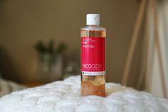 Beauté coréenne : Se nettoyer le visage à l'eau de rose (Neogen Dermalogy) | Quand Fanny : Blog beauté, lifestyle Soap, Wine, Lifestyle, Bottle, Beauty, Cleanser, Travel, Flask, Beauty Illustration