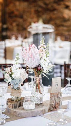 Ein Traum in Blush 🥰 40 wunderschöne Inspirationen für eine Hochzeit in Blushtönen findet ihr in unserem Blog-Artikel! #blush #blushwedding #blushweddingflowers #hochzeitsideen2020 #hochzeitsideen2021 #hochzeitsdeko #hochzeitsdekoration Table Decorations, Frankfurt, Blog, Home Decor, Flowers On Line, Pastel Colors, Dusty Pink, Celebration, Decorating