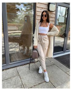 Wearing all beige is really trend this season. That's why I want to show you some beige outfit ideas, so you can get inspired from them. Cute Comfy Outfits, Cute Summer Outfits, Stylish Outfits, Cool Girl Outfits, Summertime Outfits, Beige Outfit, Crop Top Outfits, Mode Outfits, Vintage Outfits