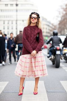 oversized jumper and barbie skirt! stunning 60's look!