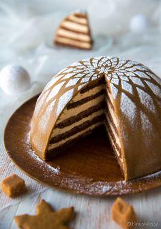 This Gingerbread cake (Piparikakku Xmas Food, Christmas Desserts, Christmas Baking, Sweet Recipes, Cake Recipes, Dessert Recipes, Gingerbread Dough, Scandinavian Food, Specialty Cakes