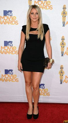 Julianne Hough in Camilla and Marc — 2010 MTV Movie Awards Mtv Movie Awards, Beautiful Celebrities, Beautiful Actresses, Julianne Hough Hot, Sexy Dresses, Cute Dresses, Julianna Hough, Lil Black Dress, Models