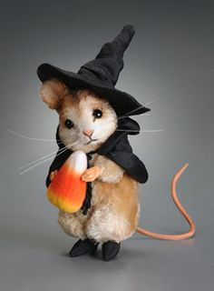 R John Wright is amazing with his intricate creations.  This little guy is his Trick or Treat Mouse
