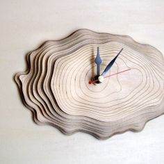 The Bark Clock One is made of seven layers of precisely cut and engraved wood. The layers of wood resemble the growth rings of a tree.