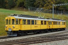 RhB: JUBILÄUM 20 YEARS CLUB 1889 On 15 October 2016 the two Bernina traction units ABe 4/4 34 and ABe 4/4 30 were provided in Pontresina for the Montebello-Express. Photo: Walter Ruetsch