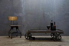 Gaaf industriele salontafel op wielen