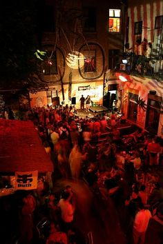 """Ruin pubs - it is essential """"to do """" in Budapest. Old fashioned ruined 7th district buildings converted into cool and relaxed pubs. The website gives a comprehensive list!"""