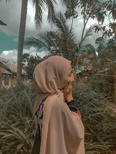 Modern Hijab Fashion, Muslim Fashion, Ootd Hijab, Hijab Outfit, Insta Photo Ideas, Girly Pictures, Aesthetic Girl, Walking In Nature, Muslim Women