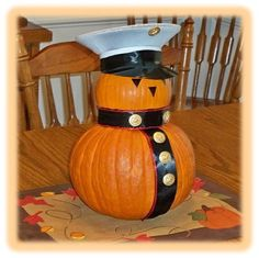 Really cute craft idea for a Semper Fi Pumpkin, perfect for Fall or Halloween: Marine Corps pumpkin