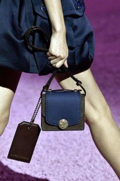 Minibag Marc Jacobs bicolorMinibag Marc Jacobs bicolor, tra le borse must have della primavera/estate 2015.