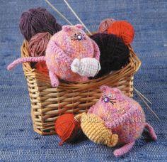 Вязаные крючком розовые коты
