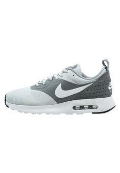 Ein Muss für deinen sportlichen Alltagslook. Nike Sportswear AIR MAX TAVAS ESSENTIAL - Sneaker - pure platinum/white/cool grey/wolf grey für 119,95 € (09.05.15) versandkostenfrei bei Zalando bestellen.