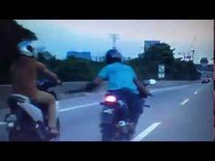 Malajzia - Motoros tolvaj / Malaysia - Motorbike thief / KRIMINÁLIS LASSÚ MOTORRAL NE HALADJ A BELSŐ SÁVBAN! AZ ÖVTÁSKA MÁR NINCS DIVATBAN!