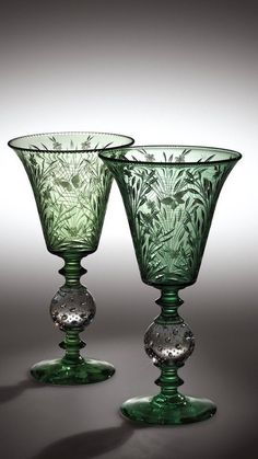Pair of green wine glasses by Pairpoint Corporation, USA (in the Corning Museum of Glass, USA) Cut Glass, Glass Art, Vase Vert, Corning Museum Of Glass, Art Deco, Crystal Glassware, Green Vase, In Vino Veritas, Carnival Glass