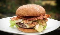 Brie Burger mit Feige und Bacon