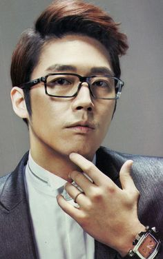 Jang Hyuk is quite the looker, and a good actor. I loved him in Fated to Love You. Will be watching him soon on IRIS 2.