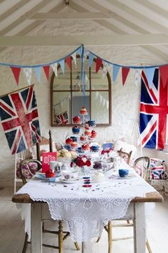 English Tea Party l Union Jack British Party, British Wedding, British Themed Parties, Paddington Bear, Union Jack, Buffet Dessert, Candy Buffet, Royal Tea Parties, Royal Party