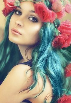 blue-green hair with flowers pretty Blue Green Hair, Teal Hair, Turquoise Hair, Teal Blue, Black Hair, Bright Hair, Pastel Blue, Ombre Hair, Bleu Turquoise