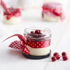 Jouluinen pannacotta Christmas Presents, Panna Cotta, Good Things, Baking, Ethnic Recipes, Desserts, Food, Cakes, Xmas Gifts