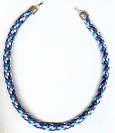 KUMIHIMO | This spiral braid was created with 4 colors.