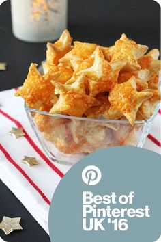 These Cheesy Puff Pastry Stars make a super easy appetizer for Christmas parties and a great festive snack for kids too! These Cheesy Puff Pastry Stars make a super easy appetizer for Christmas parties and a great festive snack for kids too! Christmas Party Food, Xmas Food, Christmas Cooking, Kids Christmas, Appetizers For Christmas Party, Snacks For Christmas, Christmas Canapes, Christmas Entertaining, Christmas Breakfast