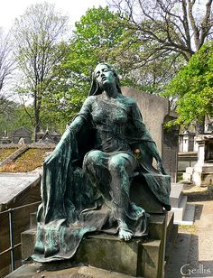 Cemetery Angels, Cemetery Statues, Cemetery Art, Angel Statues, Angel Sculpture, Lion Sculpture, Monuments, Pere Lachaise Cemetery, Architecture Artists