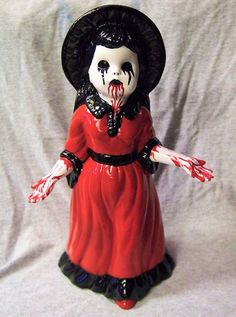Portland, Oregon-based artist Tom LaBonty transforms kitschy thrift store figurines into wonderfully twisted creations. He draws his inspiration from Halloween Doll, Holidays Halloween, Halloween Crafts, Haunted Halloween, Halloween Wreaths, Halloween Ideas, Thrift Store Crafts, Thrift Stores, Horror Decor