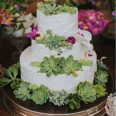 E esse bolo boho lindo ? Decorado com suculentas e orquídeas?! 💗 Uma sessão de LOVE e AMOR ! #detalhes #instawed #instawedding #decoracao #decor #luxo #luxury #amor #love #instabride #noivas2017 #noivas #casamentorustico #casamentonocampo #casamento #mesadobolo #bolo #bolofake #bolonatural #bolodecasamento