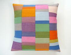 http://www.threadridinghood.com/wordpress/spring-charming-throw-pillow-tutorial-giveaway/