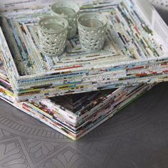 trays made from rolled recycled magazine pages, Recycled Magazine Crafts, Recycled Paper Crafts, Recycled Magazines, Recycle Newspaper, Newspaper Basket, Newspaper Crafts, Diy Craft Projects, Fun Crafts, Hobbies And Crafts
